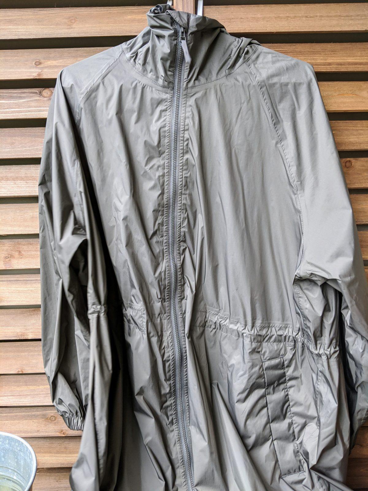 ブロック コート ライト テック 梅雨ですね。保育園送迎用のレインコートはユニクロのライトブロックテックコートにしました